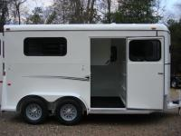 http://www.maconcustomtrailers.com/autos/2019-Bee-Trailers-2-Horse-Straight-Load-Macon-GA-1064 - Photo #14