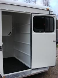 http://www.maconcustomtrailers.com/autos/2019-Bee-Trailers-2-Horse-Straight-Load-Macon-GA-1064 - Photo #15