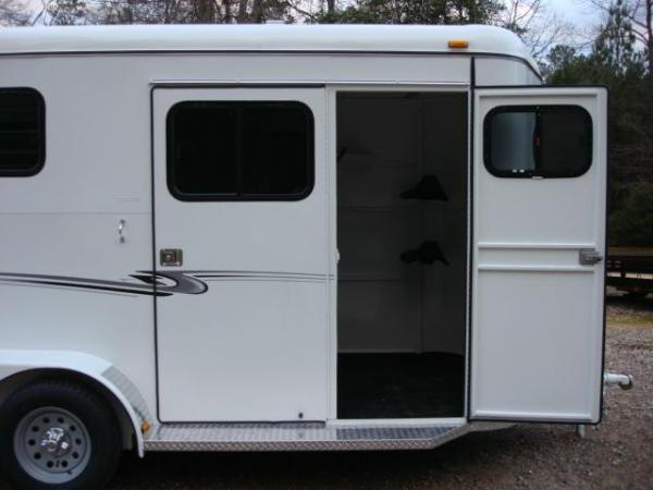 http://www.maconcustomtrailers.com/autos/2019-Bee-Trailers-2-Horse-Straight-Load-Macon-GA-1064 - Photo #20