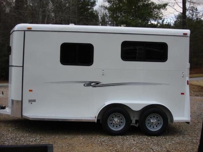 http://www.maconcustomtrailers.com/autos/2019-Bee-Trailers-2-Horse-Straight-Load-Macon-GA-1064 - Photo #2