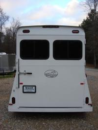 http://www.maconcustomtrailers.com/autos/2019-Bee-Trailers-2-Horse-Straight-Load-Macon-GA-1064 - Photo #4