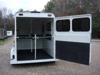 http://www.maconcustomtrailers.com/autos/2019-Bee-Trailers-2-Horse-Straight-Load-Macon-GA-1064 - Photo #6