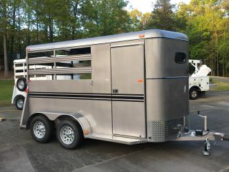 New Deluxe Bee 2 Horse Slant, Huge Dressing Room, Radial Tires, 7ft Tall, 6ft X 13ft Long!