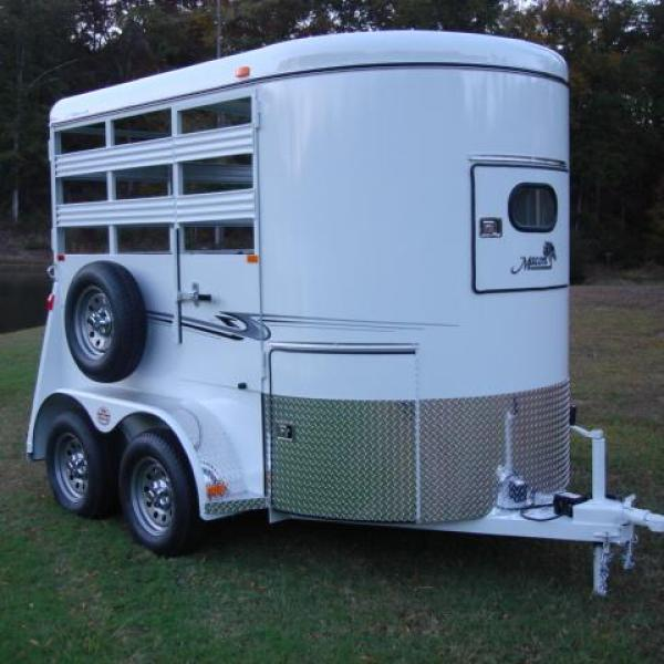 http://www.maconcustomtrailers.com/autos/2019-Bee-Trailers-2-Horse-Straight-Load-Wrangler-Macon-GA-723 - Photo #10