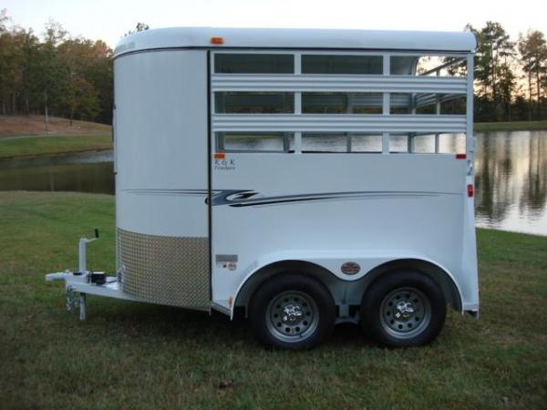 http://www.maconcustomtrailers.com/autos/2018-Bee-Trailers-2-Horse-Straight-Load-Wrangler-Macon-GA-723 - Photo #11