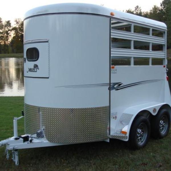 http://www.maconcustomtrailers.com/autos/2019-Bee-Trailers-2-Horse-Straight-Load-Wrangler-Macon-GA-723 - Photo #12
