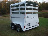 http://www.maconcustomtrailers.com/autos/2019-Bee-Trailers-2-Horse-Straight-Load-Wrangler-Macon-GA-723 - Photo #1