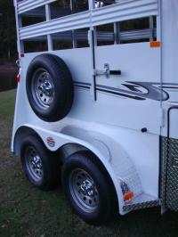 http://www.maconcustomtrailers.com/autos/2019-Bee-Trailers-2-Horse-Straight-Load-Wrangler-Macon-GA-723 - Photo #21