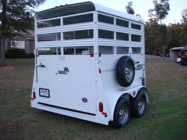 http://www.maconcustomtrailers.com/autos/2018-Bee-Trailers-2-Horse-Straight-Load-Wrangler-Macon-GA-723 - Photo #3
