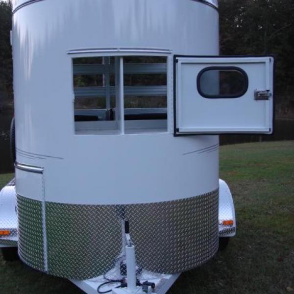 http://www.maconcustomtrailers.com/autos/2019-Bee-Trailers-2-Horse-Straight-Load-Wrangler-Macon-GA-723 - Photo #6