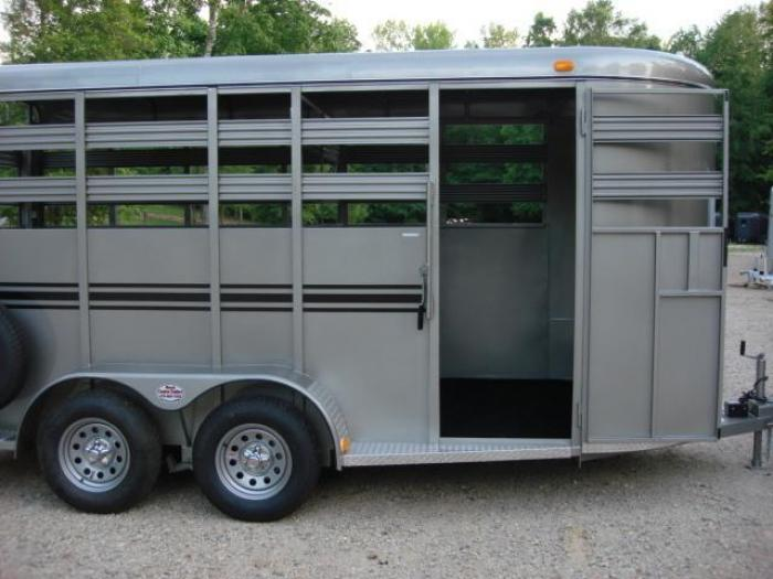 http://www.maconcustomtrailers.com/autos/2019-Bee-Trailers-Horse-Livestock-Macon-GA-724 - Photo #4