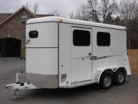 http://www.maconcustomtrailers.com/autos/2018-Bee-Trailers-2-Horse-Slant-Fully-Enclosed-Macon-GA-801 - Photo #0