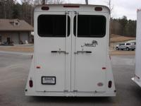 http://www.maconcustomtrailers.com/autos/2018-Bee-Trailers-2-Horse-Slant-Fully-Enclosed-Macon-GA-801 - Photo #9