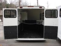 http://www.maconcustomtrailers.com/autos/2018-Bee-Trailers-2-Horse-Slant-Fully-Enclosed-Macon-GA-801 - Photo #11