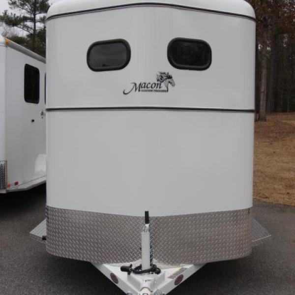 http://www.maconcustomtrailers.com/autos/2018-Bee-Trailers-2-Horse-Slant-Fully-Enclosed-Macon-GA-801 - Photo #4