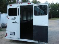 http://www.maconcustomtrailers.com/autos/2019-Bee-3-Horse-Slant-Enclosed-Macon-GA-803 - Photo #9