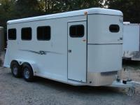 http://www.maconcustomtrailers.com/autos/2019-Bee-3-Horse-Slant-Enclosed-Macon-GA-803 - Photo #1