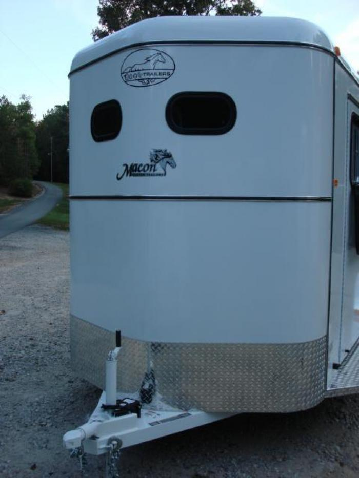 http://www.maconcustomtrailers.com/autos/2019-Bee-3-Horse-Slant-Enclosed-Macon-GA-803 - Photo #23