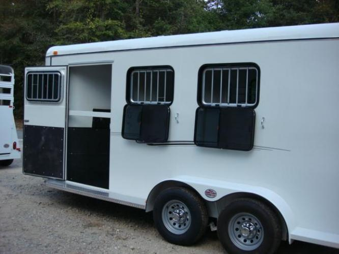 2020 White Bee 3 Horse Slant Enclosed , located at 1330 Rainey Rd., Macon, GA, 31220, (478) 960-1044, 32.845638, -83.778687 - Photo #4