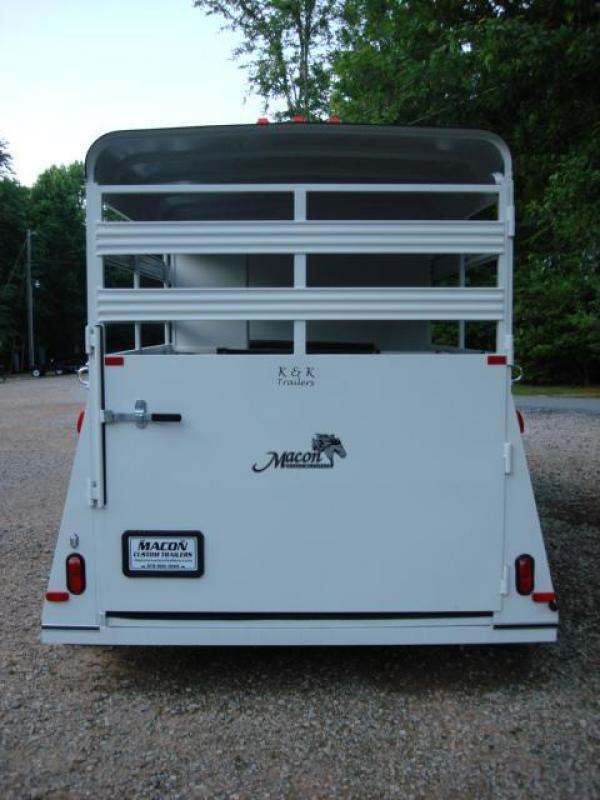 http://www.maconcustomtrailers.com/autos/2019-Bee-Horse-Livestock-Macon-GA-952 - Photo #9